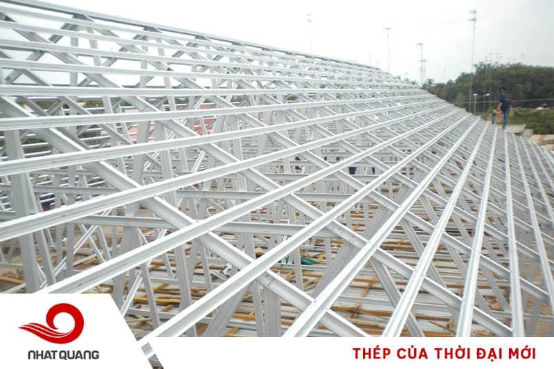 Kết cấu mái tôn làm từ thép chắc chắn và bền vững