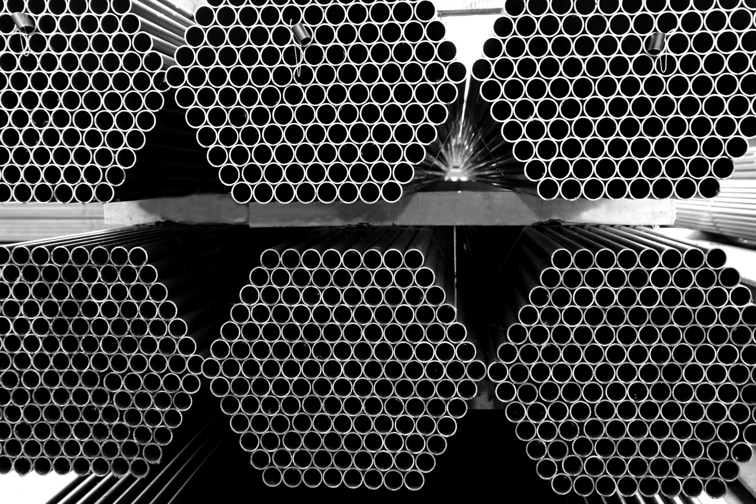 Ống thép đen dạng tròn, bề mặt bóng và không có lớp mạ kẽm phủ ngoài