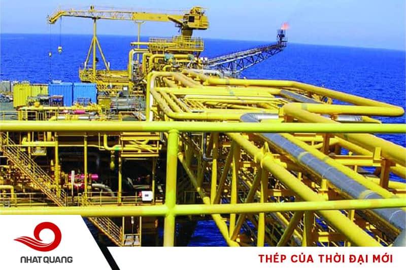 Ống thép có vai trò quan trọng trong việc truyền dẫn dầu khí đến những nơi cần thiết