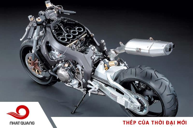 Khung sườn mô tô và xe máy được làm từ thép để nâng đỡ và phân tán lực cho toàn bộ khung xe